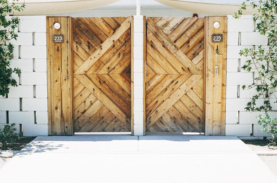 Holztore- und Türen